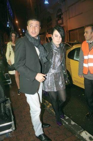 Tümer-Cansu Metin çifti, Karaköy'de verilen partiye katıldı.